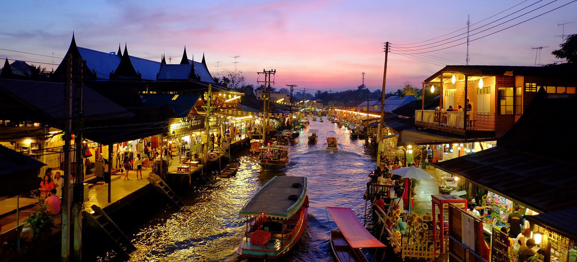 ตลาดน้ำอัมพวา ยามตะวันพลบค่ำ